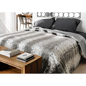 jet de lit couvre lit fausse fourrure loup grand plaid. Black Bedroom Furniture Sets. Home Design Ideas