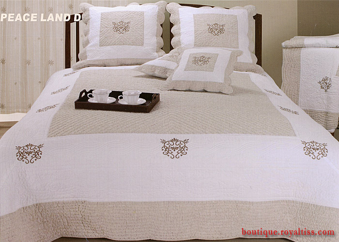couvre lit boutis beige et blanc traditionnel peaceland d brod coeur boutis lit une ou deux. Black Bedroom Furniture Sets. Home Design Ideas