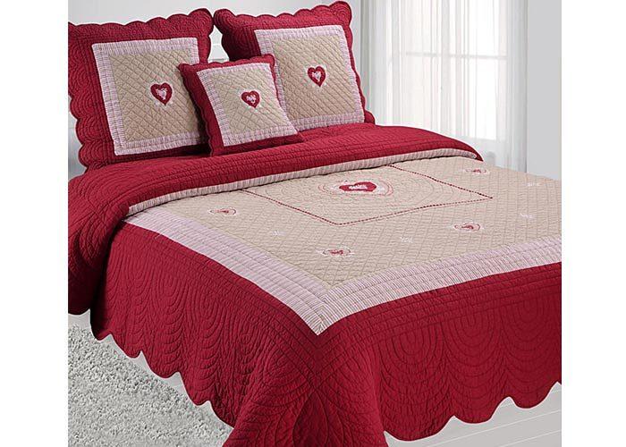 couvre lit boutis montagne rouge motif coeurs pour lit 2. Black Bedroom Furniture Sets. Home Design Ideas