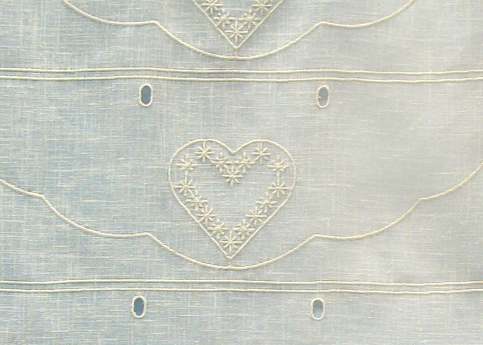 petit rideau tissu cru aspect lin brod motifs coeurs crus petit rideau polyester coton. Black Bedroom Furniture Sets. Home Design Ideas