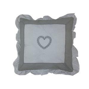 Housse de coussin volantée grise et blanche cœur brodé
