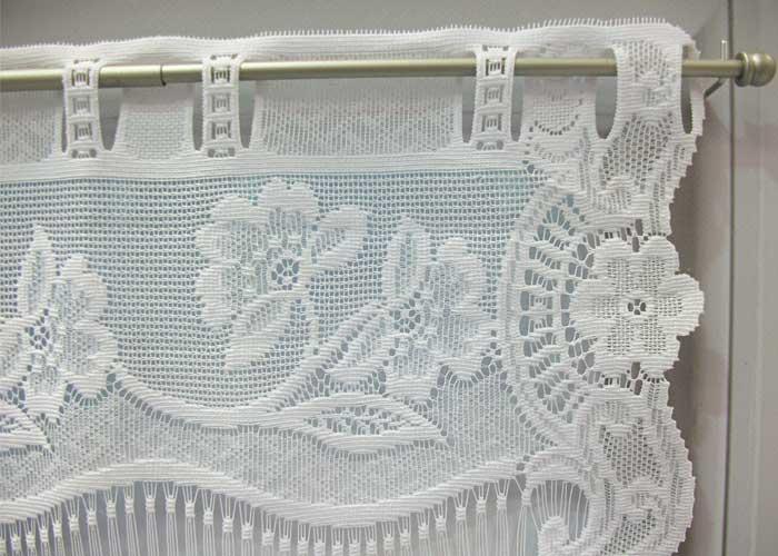 e5870f1e4745 Petit rideau blanc esprit dentelle fleurie - Petit rideau prêt à ...