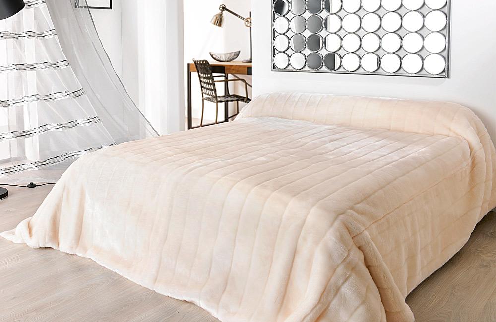 Jet de lit couvre lit fourrure opera lit 2 personnes 140 for Royal tiss boutis
