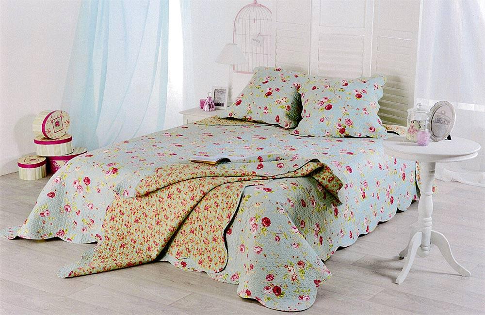 couvre lit boutis lolita 250x260 bleu ciel motif fleurs. Black Bedroom Furniture Sets. Home Design Ideas
